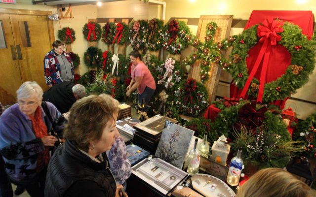 Craft fair vendors, shoppers continue popular yuletide tradition ...